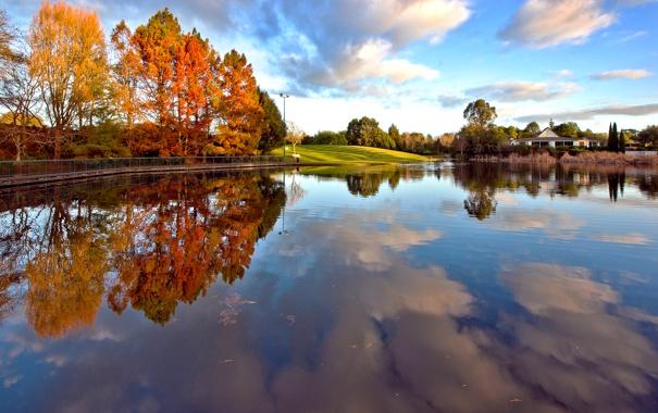 Фото обои осень, небо, облака, деревья, озеро, дом, пруд