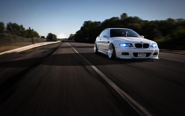 Фото обои дорога, белый, разметка, bmw, бмв, скорость, тень