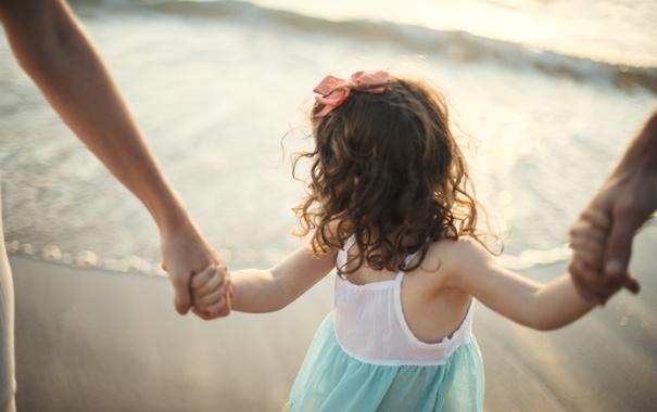 Фото обои ребенок, девочка, бант, кудри, локоны