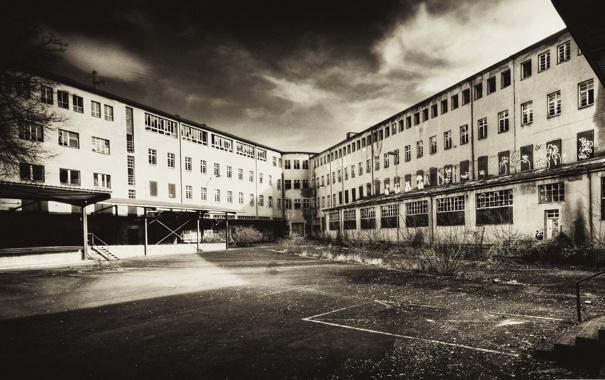 Фото обои фото, фон, обои, здание, чёрно-белое, площадка, заброшенное