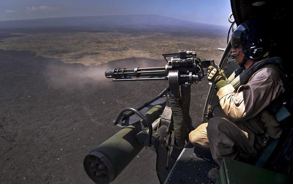 Фото обои солдат, вертолёт, пулемёт