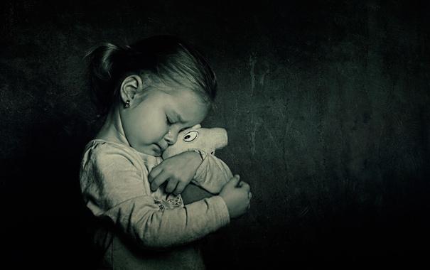 Фото обои игрушка, девочка, ребёнок, слёзы, best friends