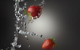 Обои вода, макро, брызги, клубника