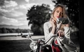 Обои взгляд, девушка, мотоцикл