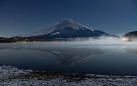 Обои зима, снег, дымка, озеро, гора
