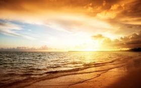Обои песок, море, облака, тепло, берег, прибой