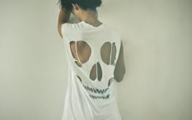 Картинка девушка, спина, майка, брюнетка, скелет
