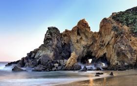 Картинка песок, пляж, океан, скалы, California, грот, Big Sur