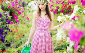 Картинка девушка, цветы, лейка, girl, flowers, lake