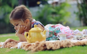 Обои природа, отдых, чайник, девочка
