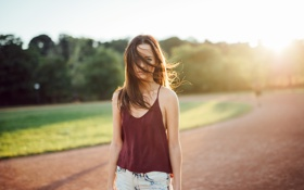 Картинка девушка, ветер, волосы, майка