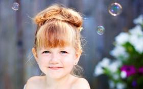 Обои взгляд, радость, улыбка, мыльные пузыри, девочка, малышка, ребёнок