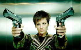 Обои девушка, оружие, пистолеты