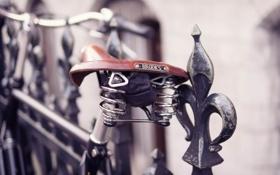 Обои макро, велосипед, забор, ограда, прутья, седло, сиденье