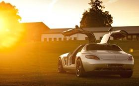 Картинка солнце, фон, Mercedes-Benz, двери, серебристый, Мерседес, суперкар
