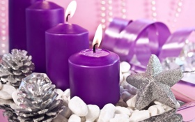 Обои серебро, звезда, блестки, фиолетовый, шишки, серпантин, свечи