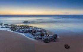 Обои море, пляж, берег, камень, утро, штиль