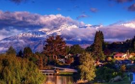 Обои облака, снег, деревья, горы, озеро, остров, дома