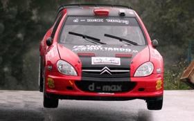 Обои Красный, Авто, Спорт, Машина, Дождь, Лого, Капот