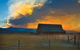 Обои облака, пастбище, лучи, тучи, ферма, солнце