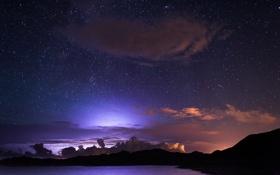 Картинка небо, звезды, облака, свет, ночь, силуэты, гор