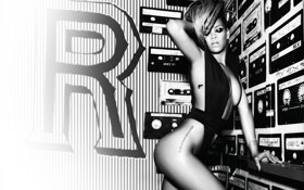 Картинка купальник, наряд, образ, певица, Rihanna, Риана, монохром