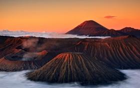 Обои закат, облака, небо, туман, горы, кратер, вулкан