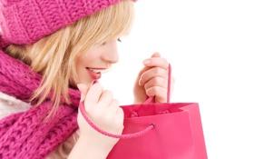 Картинка пакеты, шоппинг, девушка, розовый, шапка, блондинка, покупки