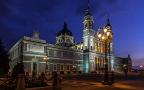 Обои ночь, огни, собор, Испания, Мадрид, Санта-Мария-де-ла-Альмудена