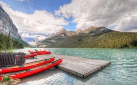 Обои лес, облака, горы, озеро, лодки, Канада, Альберта