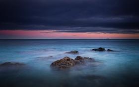 Обои море, облака, закат, камни, буря, горизонт