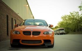 Обои оранжевый, улица, здание, bmw, бмв, передок, orange