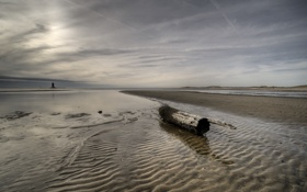 Обои песок, маяк, море, бревно