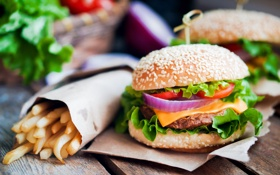 Обои картофель фри, French fries, гамбургер, fresh herbs, hamburger, зелень