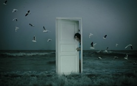 Обои море, девушка, птицы, ситуация, дверь