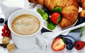 Обои пена, кофе, клубника, кружка, салфетка, круассаны, сухарики