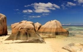 Обои песок, море, небо, камни