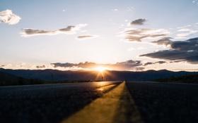 Картинка дорога, небо, солнце, облака, закат, холмы, горизонт