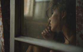 Обои девушка, ожидание, photographer, у окна, сидя, Lukasz Derengowski