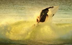 Обои море, брызги, волна, серфер, серфинг, экстремальный спорт, доска для серфинга