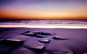 Обои песок, море, закат, камни, квадратные
