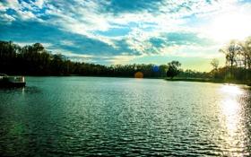 Картинка облака, берег, небо, солнце, деревья, блики, озеро