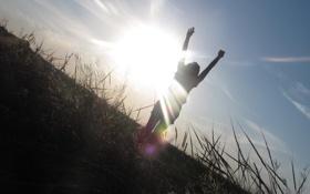 Обои закат, свобода, радость, поле, девушка, солнце