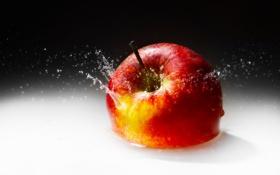 Обои брызги, красное, яблоко, сочное