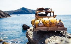 Обои море, авто, макро, желтый, камни, модель, игрушка