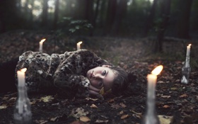 Обои лес, девушка, ситуация, свечи