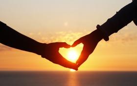 Картинка закат, hands, love, sunset, romantic, любовь, сердце