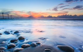 Картинка песок, море, облака, закат, камни, сумерки