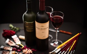 Обои вино, красное, краска, бокалы, бутылки, палитра, кисти