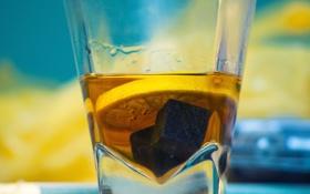 Обои стакан, камни, лимон, желтое, синее, виски